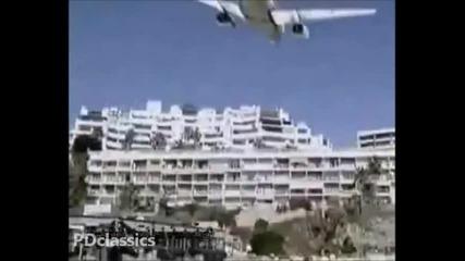 Самолетът се разбива в морето, уловени на лента