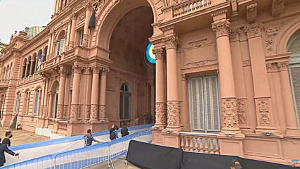 Argentina: Thousands say last goodbyes to Diego Maradona at Government House