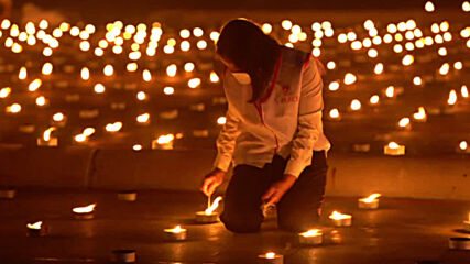 Thai monks set new world record with flaming image at Dhammakaya temple