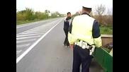 Полицай арестува пиян ром с каруца и кон