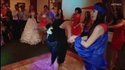Тази свекърва танцува много забавни танци на сватбата
