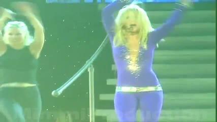 Britney танцува gangnam style :d
