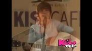 Justin Bieber пее Favorite Girl + превод