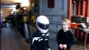 Дете паркира назаден картинг количка със стил