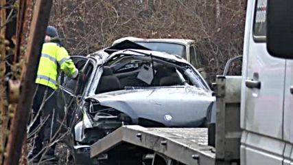Трима младежи загинаха след удар в дърво