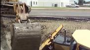 Смел багерист измъква от калта затъналият трактор на колегата си !