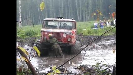 руска машина - газ66 затъва в калта