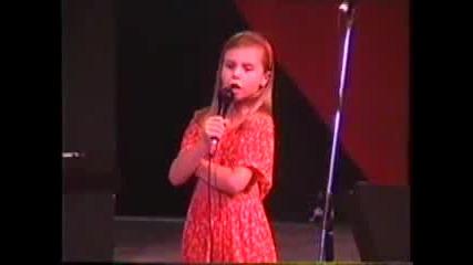 8 - Годишно Дете Чудо Пее Опера