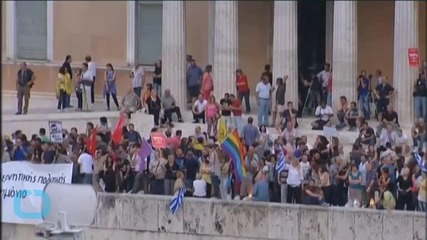 In Athens, Flag-Waving Greeks Rally to Show Support for Euro