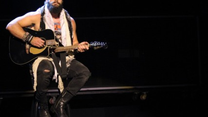 Elias' concert goes terribly wrong when he tries to perform in front of the WWE Universe: SummerSlam 2018 (WWE Network E