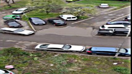 """""""Моята новина"""": Кола се вряза в жилищен блок"""