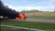 Горящ училищен автобус тръгва след изгарянето на гумите
