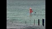 Дядо Коледа кара сърф в Австралия