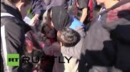 Бежанци пристигат на остров Родос