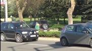 Кола и микробус се удариха пред университета в Благоевград