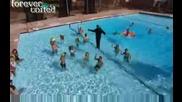 Разбулените Тайни На Магията - Мага ходи по вода в басейн