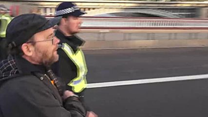 UK: Police make several arrests at London climate change rally