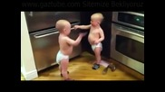 Бебета се карат (смях)
