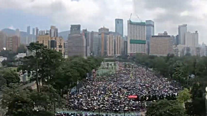 Стотици хиляди отново излязоха на протест в Хонконг