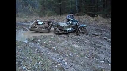 Руски мотор с 3 водещи колела в руската тайга!