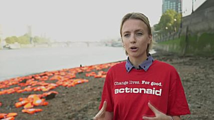 UK: Hundreds of refugees' lifejackets 'wash up' on the Thames in charity action