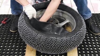 как се прави гума с шипове
