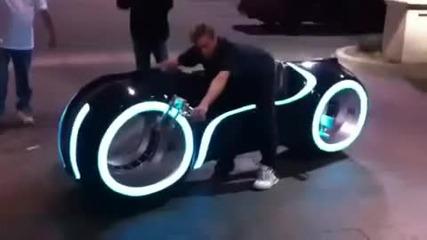 Най якият светещ мотор (от филма Тron)