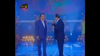 (превод) Karras & Voskopoulos - Mia Ginaika Ftaiei