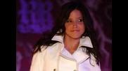 Sophia Bush ;