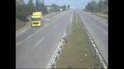 Камиони Обръщат в Насрещното!
