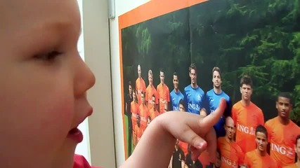 Дете на 2 години познава холандските национали!