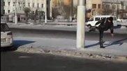 Руски карате майстор на път за вкъщи след честването на Н. Година