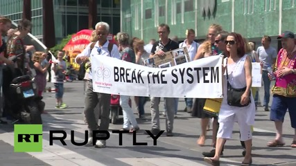 Netherlands: Protesters call for independent investigation into MH17