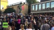 Sweden: 10,000 pro-refugee protesters gather in Gothenburg