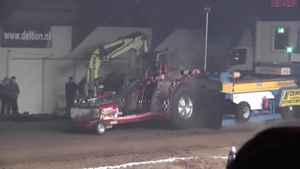 Hd Engine blow up Tractorpulling 2011 Never Satisfied