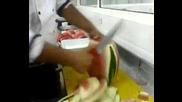 Ето така се реже диня :)