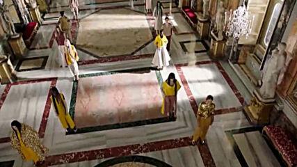 """Римски блясък в новата колекция на """"Валентино"""""""