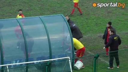 Футболист изрази странно радостта си след отбелязан гол