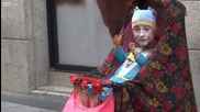 Уличен талант разсмива хората с идеята си