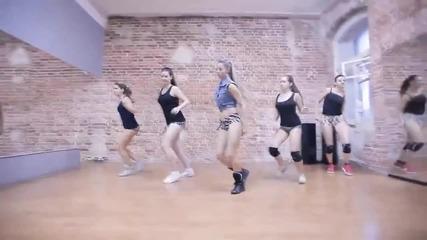 Секси момичета танцуват супер яко !