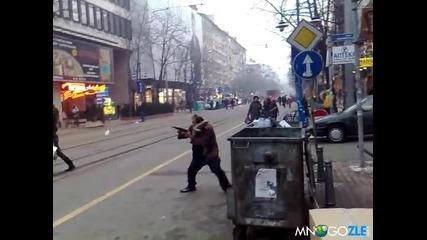 Луд терорист на улицата Смях!