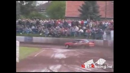 Бързи унгарски бегачки и много луди състезатели