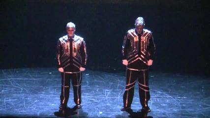 Удивителен начин , по който танцуват дъбстеп!