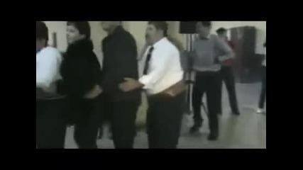 Човек дошъл за удоволствието от танца!!! (смях)