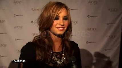 Demi Lovato Interview At The Autumn Party Benefiting Children s Institute (arcade Boutique) (hq)