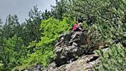 Алпинисти бутат опасни скали по пътя за Чудните мостове