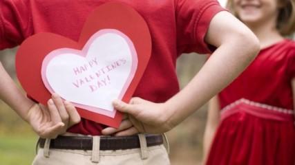 Никога НЕ си подарявайте тези подаръци за Свети Валентин