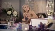 Блондинка си снима интимните части