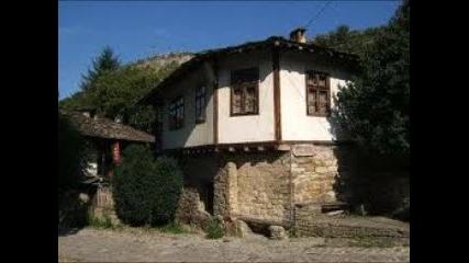 Двори притихнали - Стари къщи