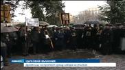 Духовници и вярващи на протест пред Светия Синод